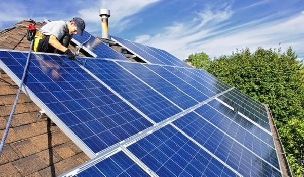 RLE vous propose la pose de panneaux photovoltaiques (solaires)